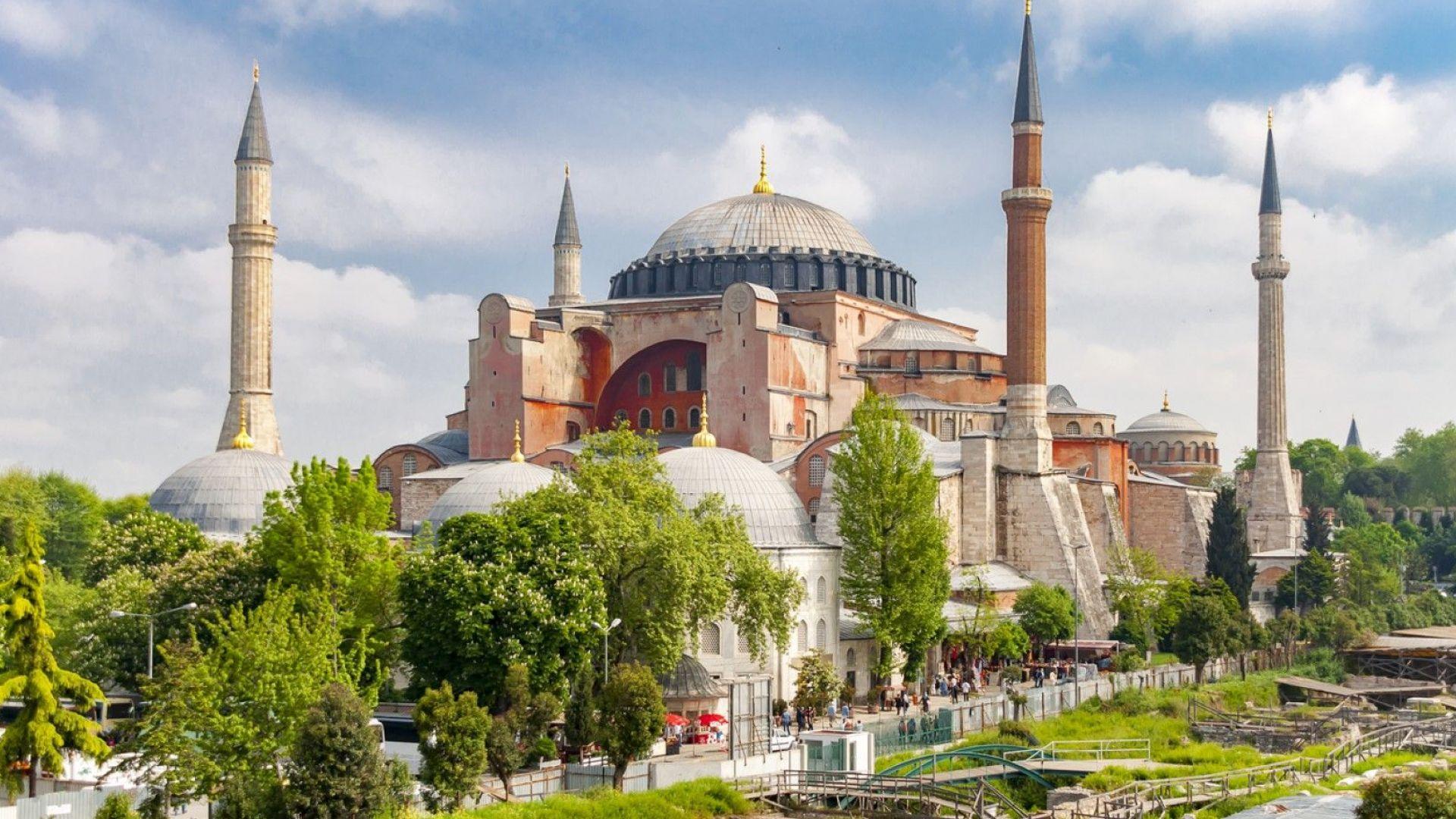 """Висш съпартиец на Ердоган: Дай Боже, """"Света София"""" веднага да отвори за мюсюлмански богослужения"""