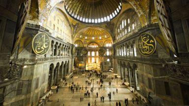 """Ердоган: Най-малко 500 души ще охраняват """"Света София"""". Обещават реставрация само с ЮНЕСКО"""