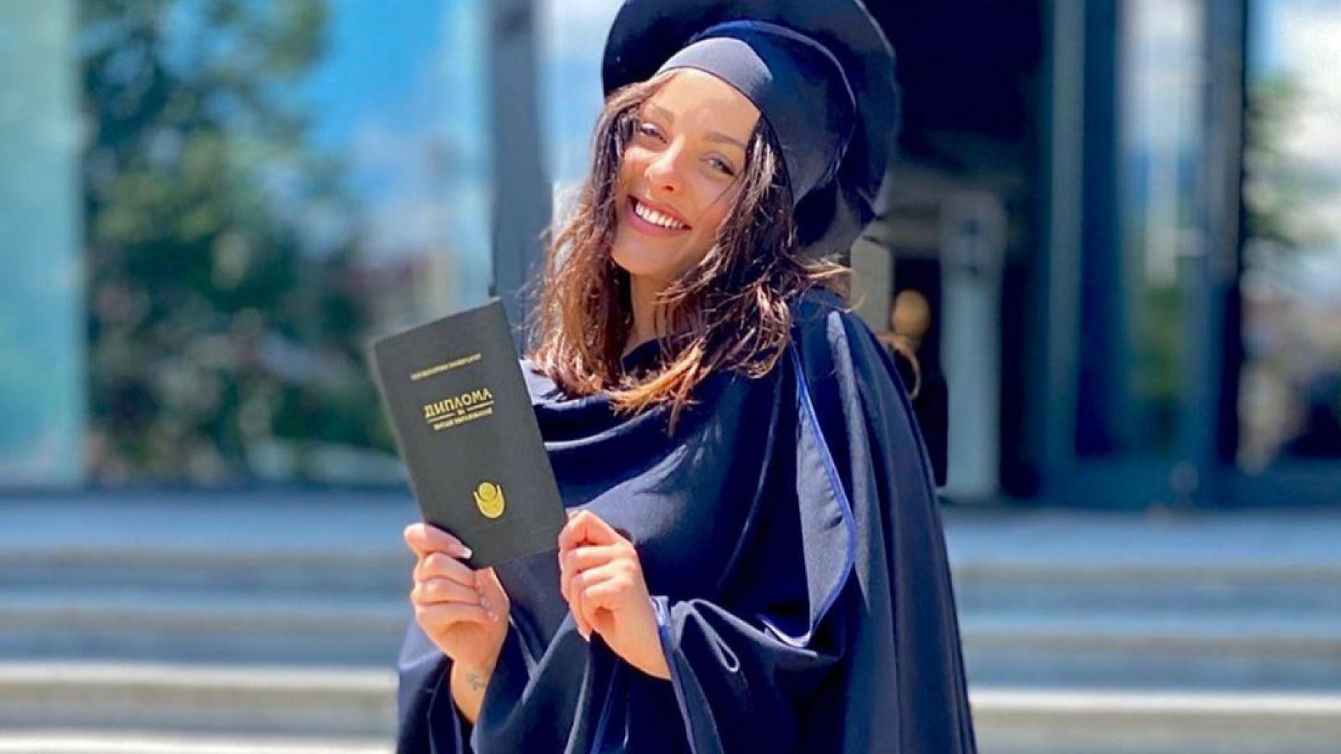 Дъщерята на Глория се дипломира с отличие, вижте оценките ѝ
