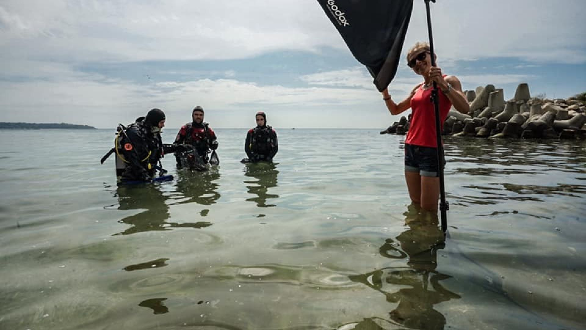 Водолази почистиха морското дъно край четвърта буна във Варна