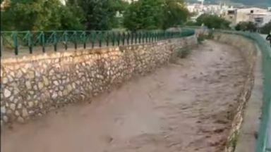 Потопи на Балканите, извънредно положение в Сърбия, жертви в Чехия (видео)