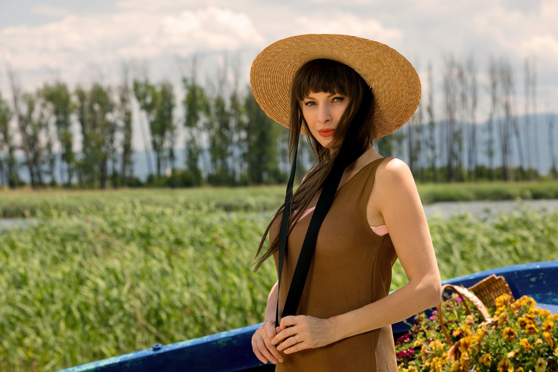 Лилия Маравиля - рокля (архив), шапка Under The Sun; бански  H&M