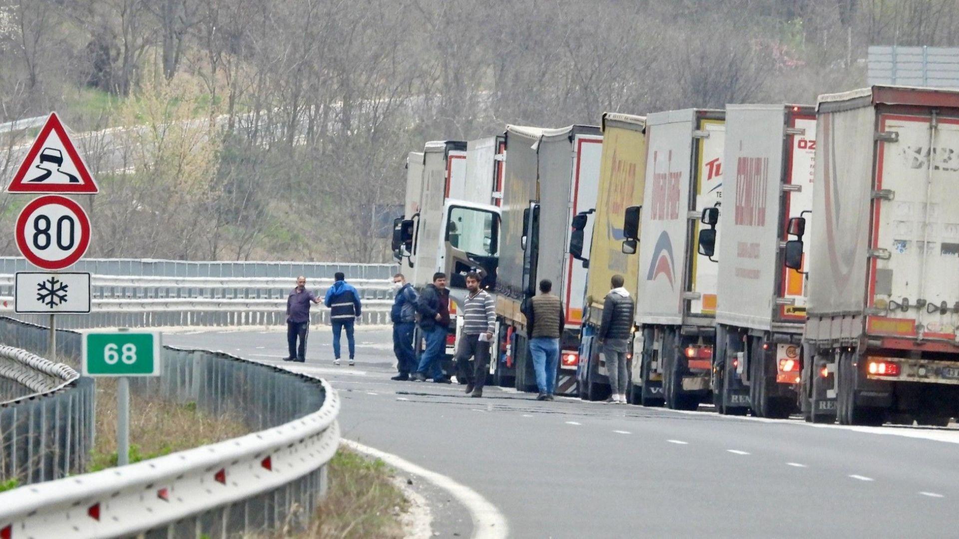 Пътна полиция погва автобусите и камионите