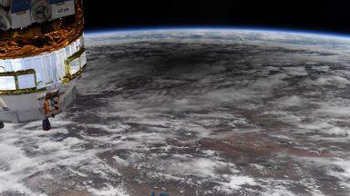 Как изглеждат слънчевите затъмнения от Космоса