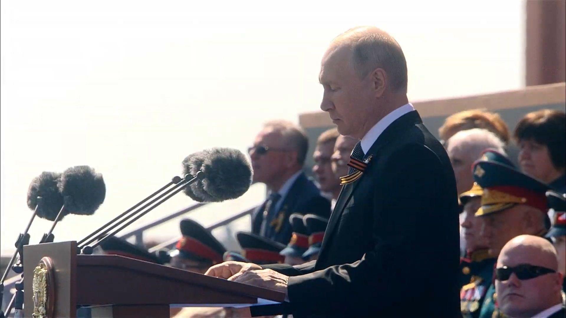 Владимир Путин държа реч в началото на Парада на победата