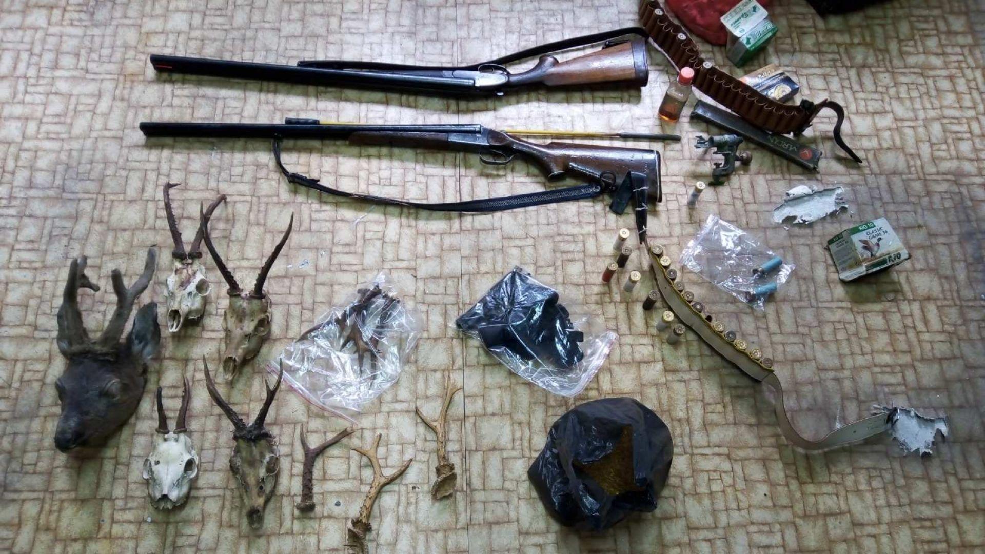 Откриха незаконно оръжие и малка сърничка във велинградско село (снимки)