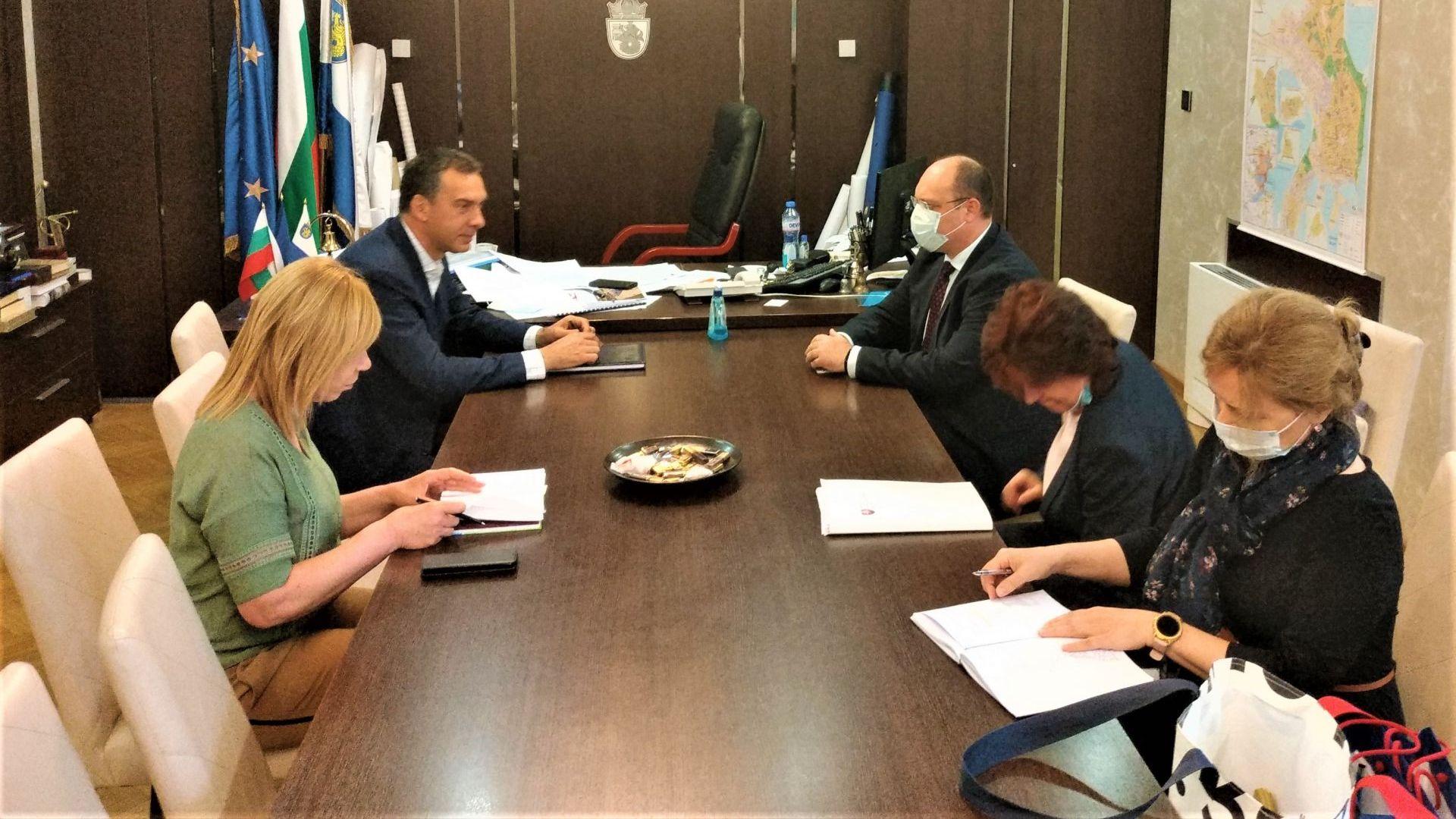 Кметът на Бургас увери словашкия посланик, че градът е сигурен за туристите