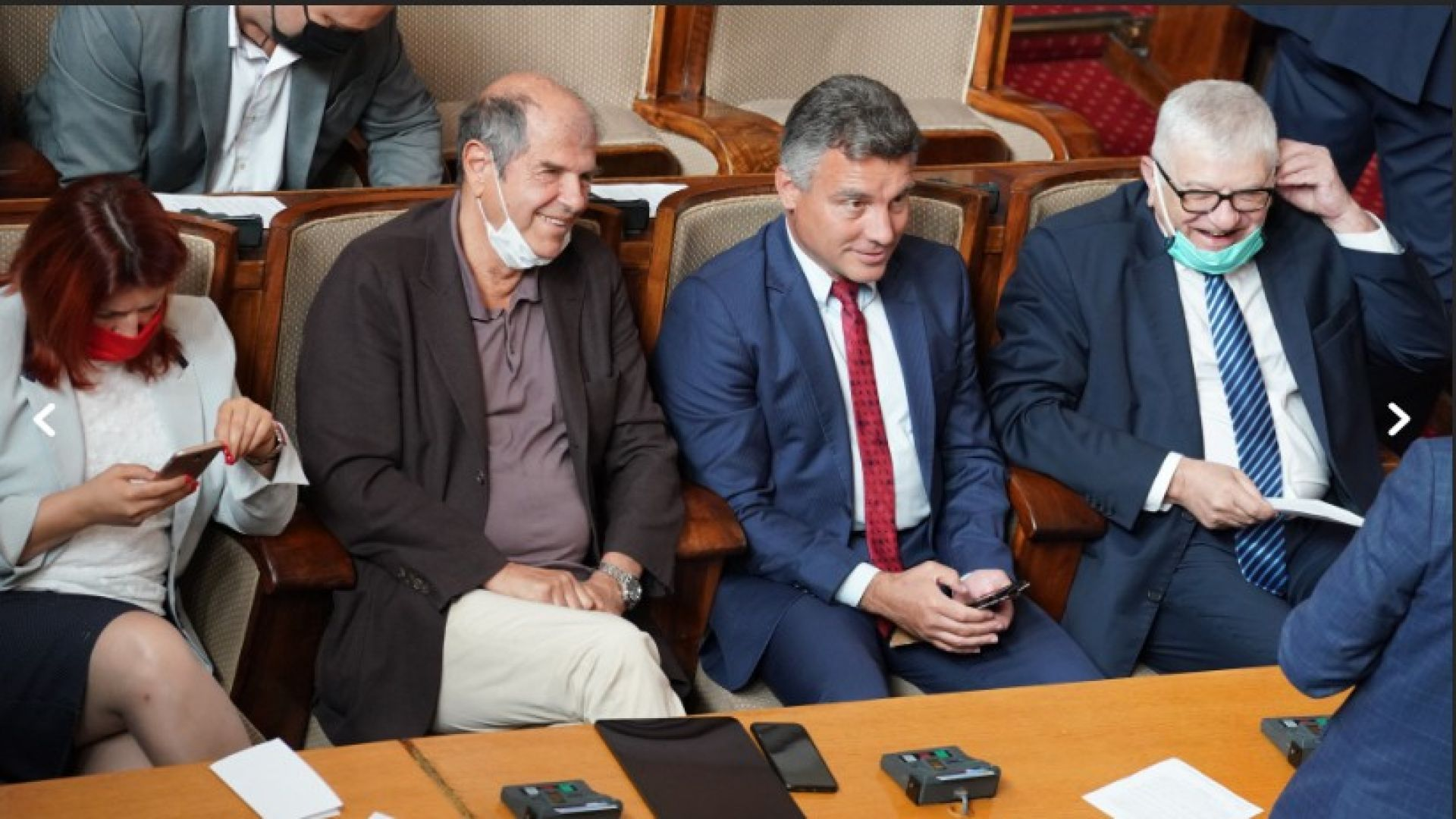 РЗИ сезира парламента, иска запис на депутатите без маски (снимки)