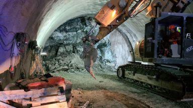 """Шеф в """"Джи Пи Груп"""": Срутването в тунел """"Железница"""" е станало по време на монтаж на рамка"""