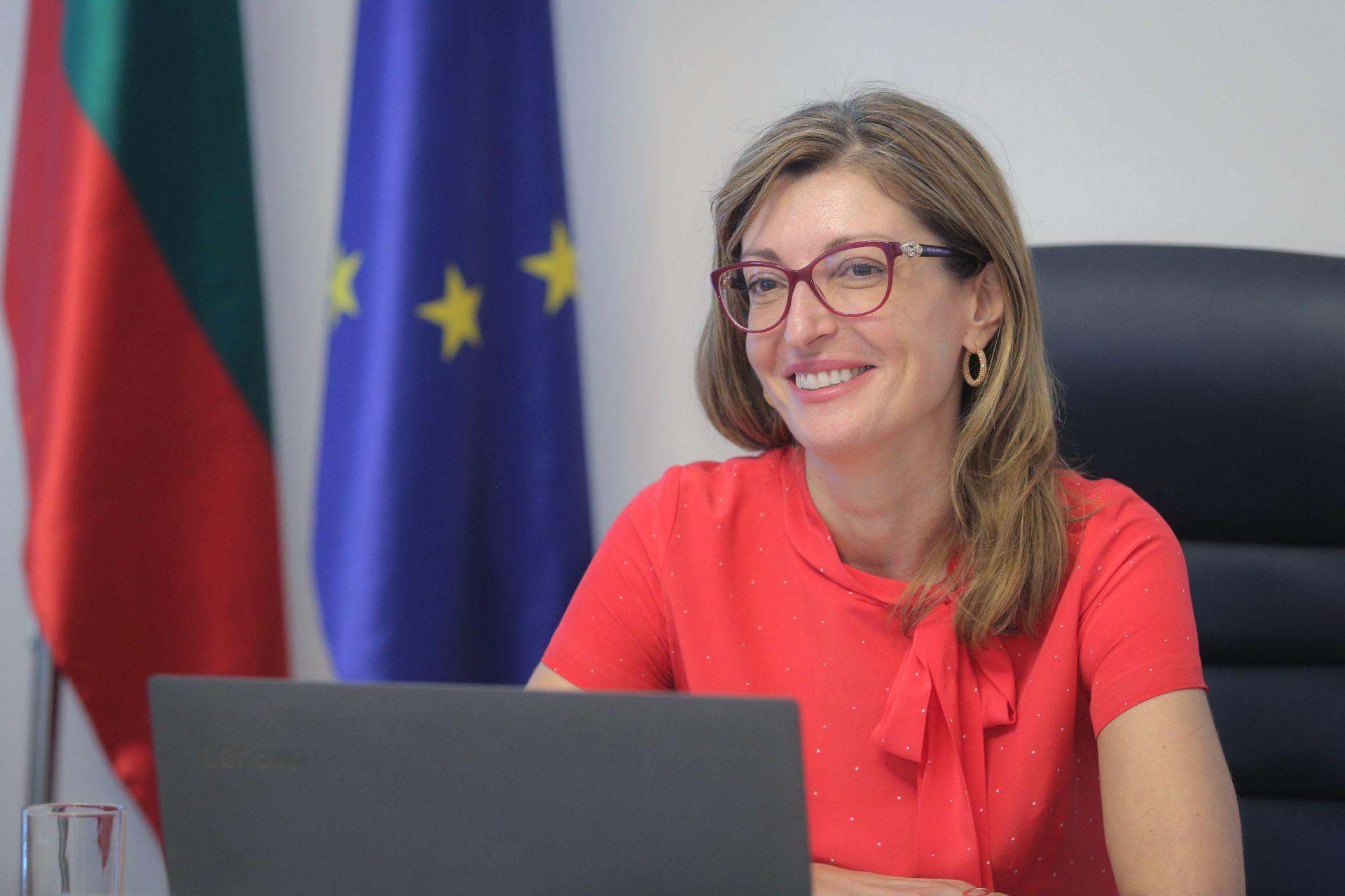 Екатерина Захариева по време на среща чрез видеоконферентна връзка на Борда на директорите на Национална коалиция в подкрепа на евразийското еврейство