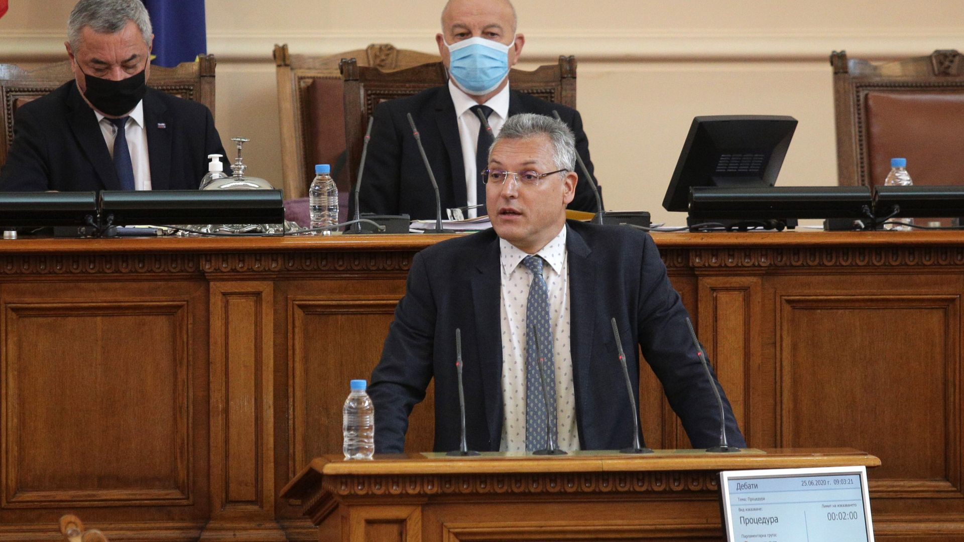 """Спор за маските в НС между БСП и ГЕРБ: Оказва ли се """"медиен тормоз""""* на депутатите?"""