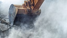 Нов строеж напукал стените на масивна 4-етажна сграда