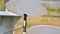 Половин милион души на опашка за интернет от Starlink