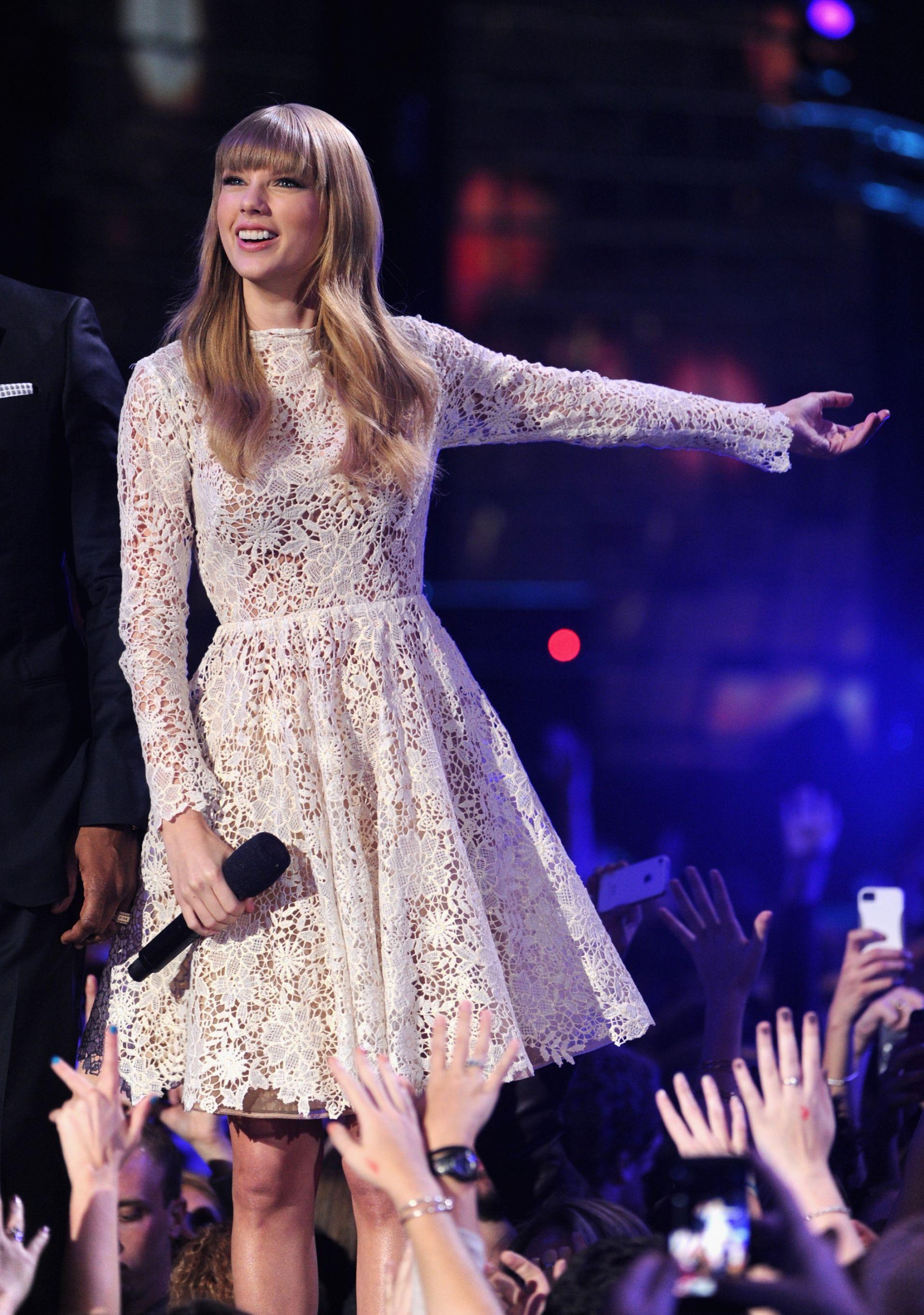 Тейлър Суифт обожава романтични рокли от поплин