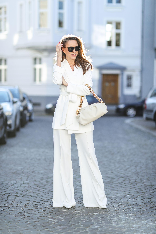 Панталони с ръб - класика за лятото в бяло