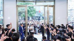 Най-големият в света флагмански магазин на Huawei отвори врати в Шанхай