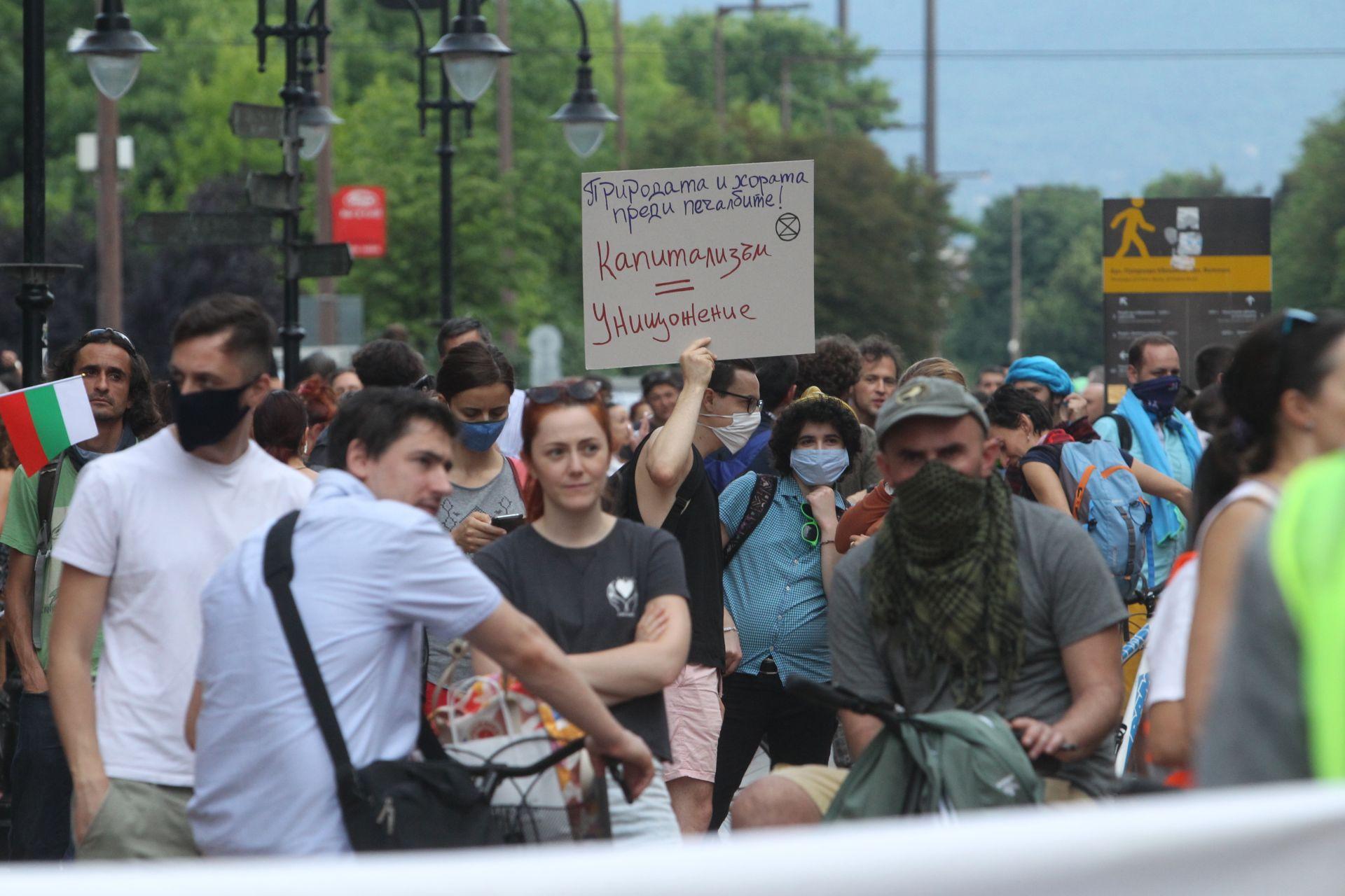 С плакати срещу застрояването по морето бяха протестиращите