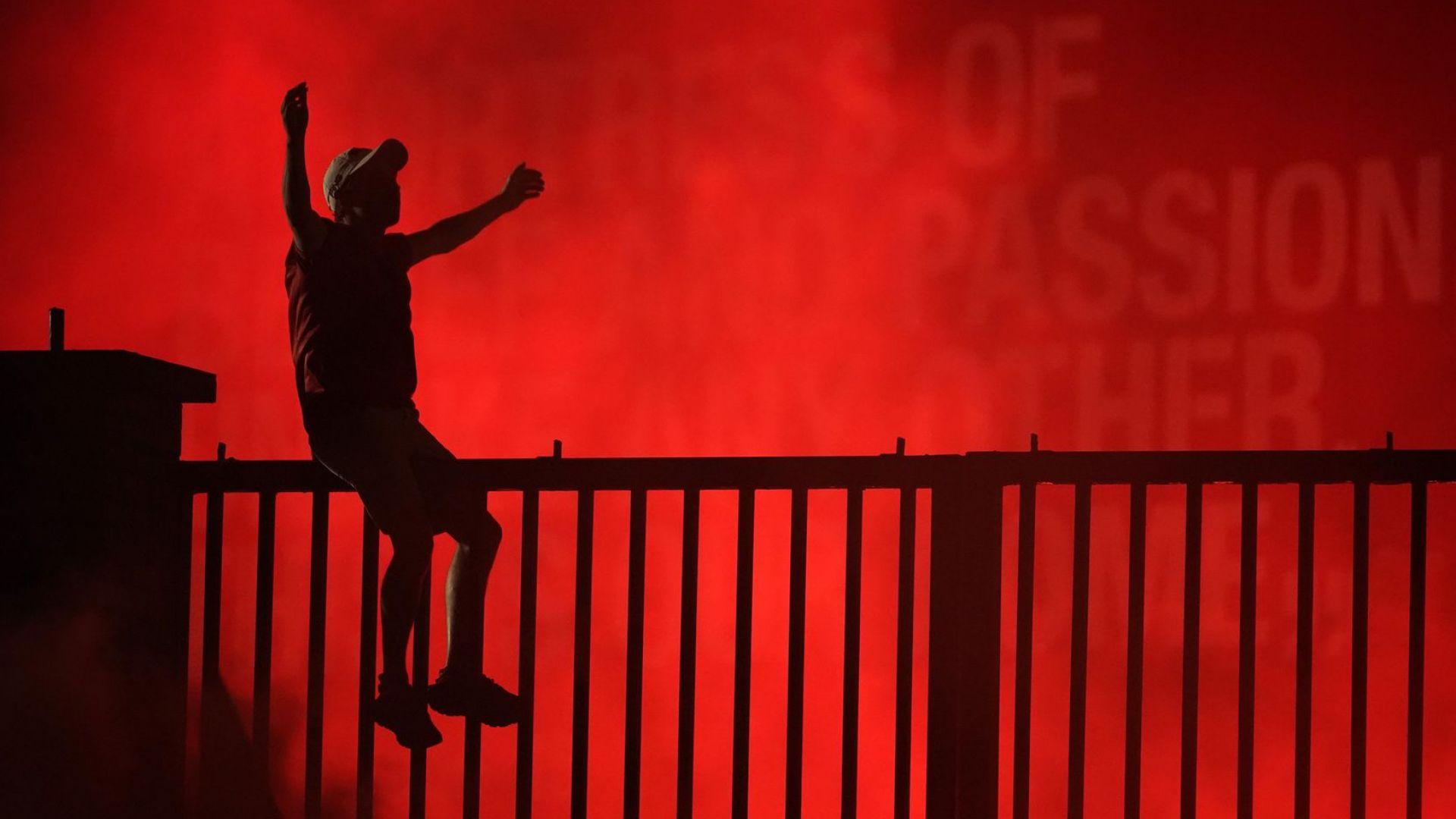 Ливърпул не спа, а цяла нощ празнува така чаканата титла (галерия)