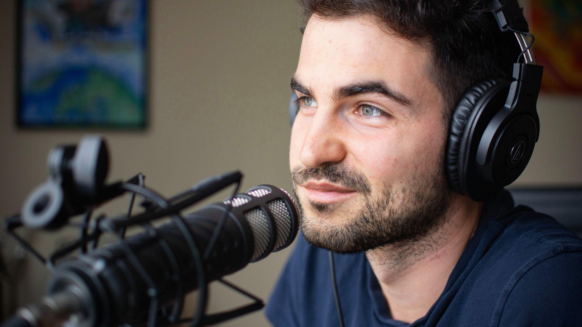 Петър Георгиев е независим журналист, изследващ света на новите технологии