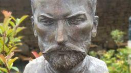 Паметник на Захарий Стоянов вече зае своето достойно място в Двора на кирилицата