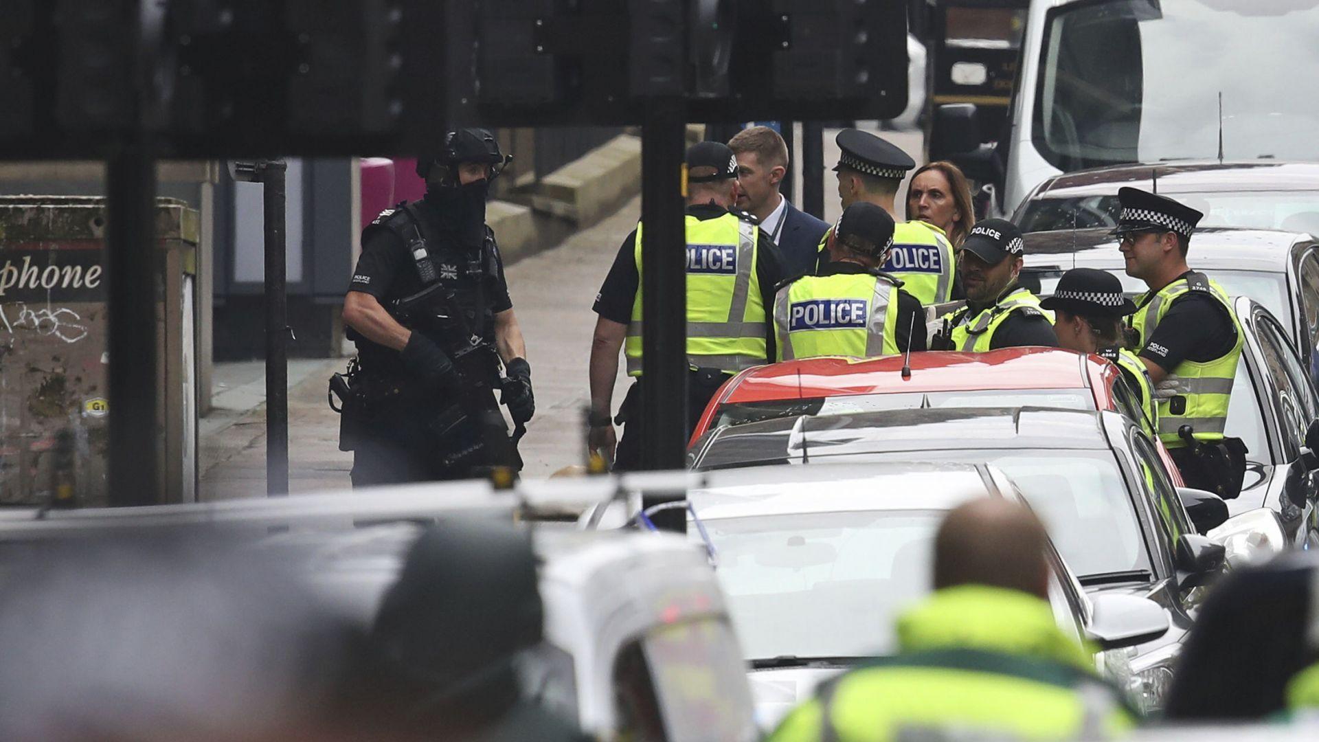 Нападателят в Глазгоу е застрелян от полицията  (обновена/снимки)
