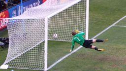 Преди 10 години един гол-фантом промени футбола