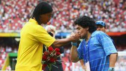 Роналдиньо се връща на терена заради Марадона?