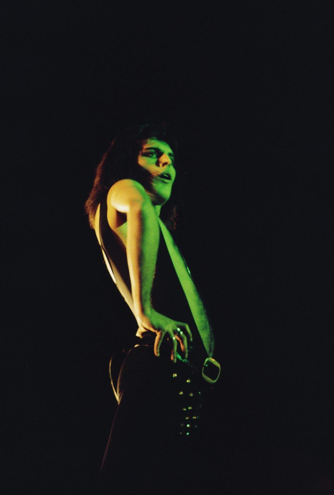 Фреди Меркюри по време на британското турне на Queen през 1975 година