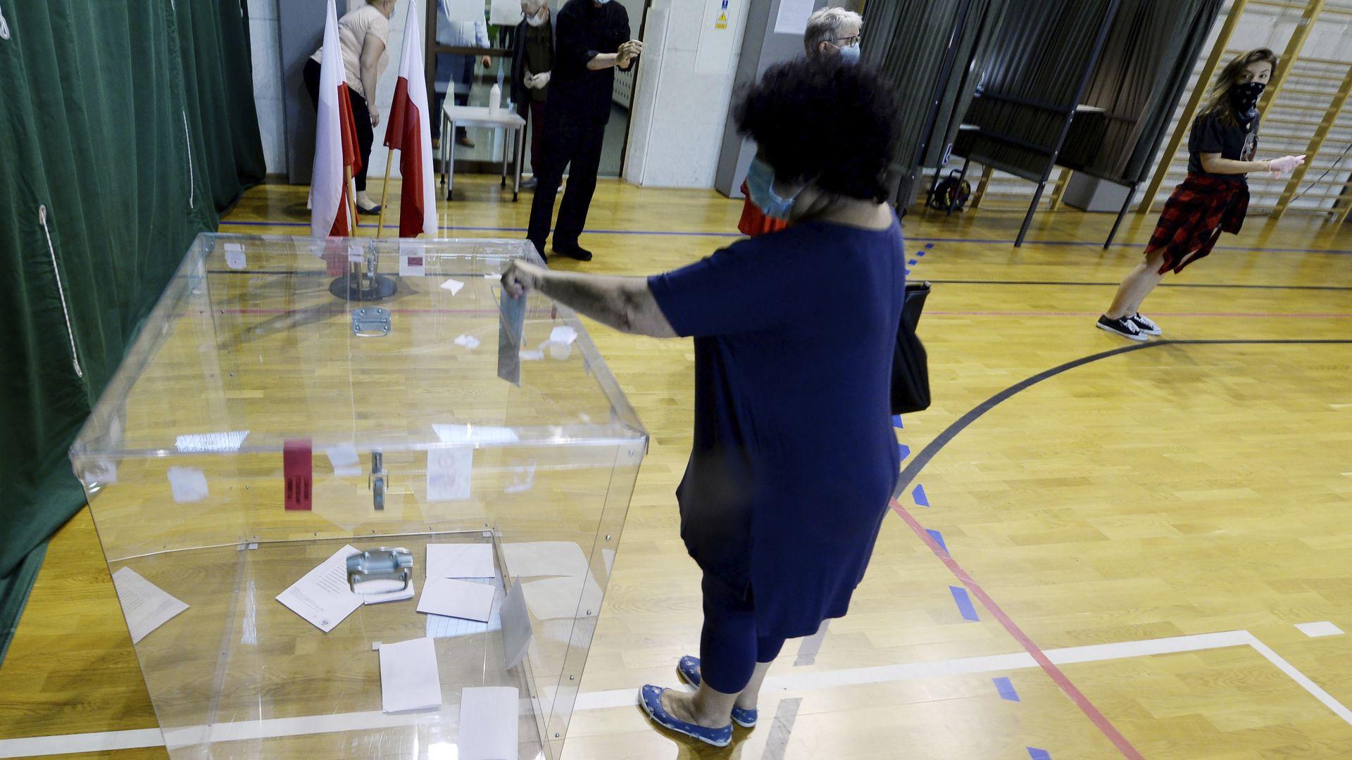 Полша гласува за президент. Кандидатите са 11