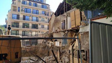 Спират строежа, при който рухна стена на съседен имот в Пловдив