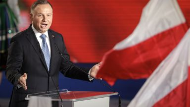Полският президент Анджей Дуда е заразен с коронавируса
