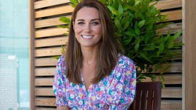 Лятото ѝ отива - Кейт Мидълтън с нежна флорална рокля на благотворителна инициатива