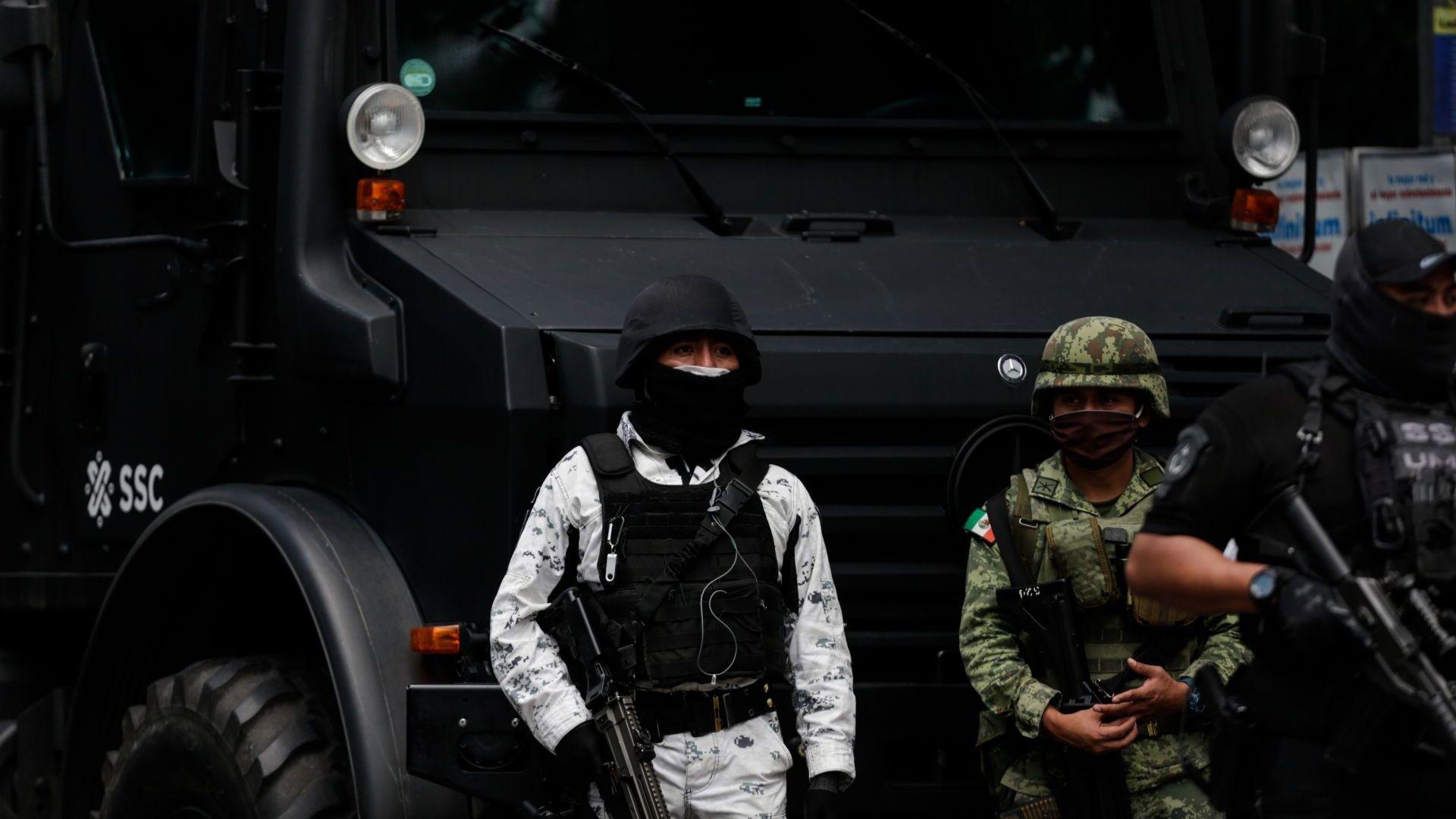"""Картелът """"Халиско"""" стреля по шефа на полицията в столицата на Мексико  (снимки)"""