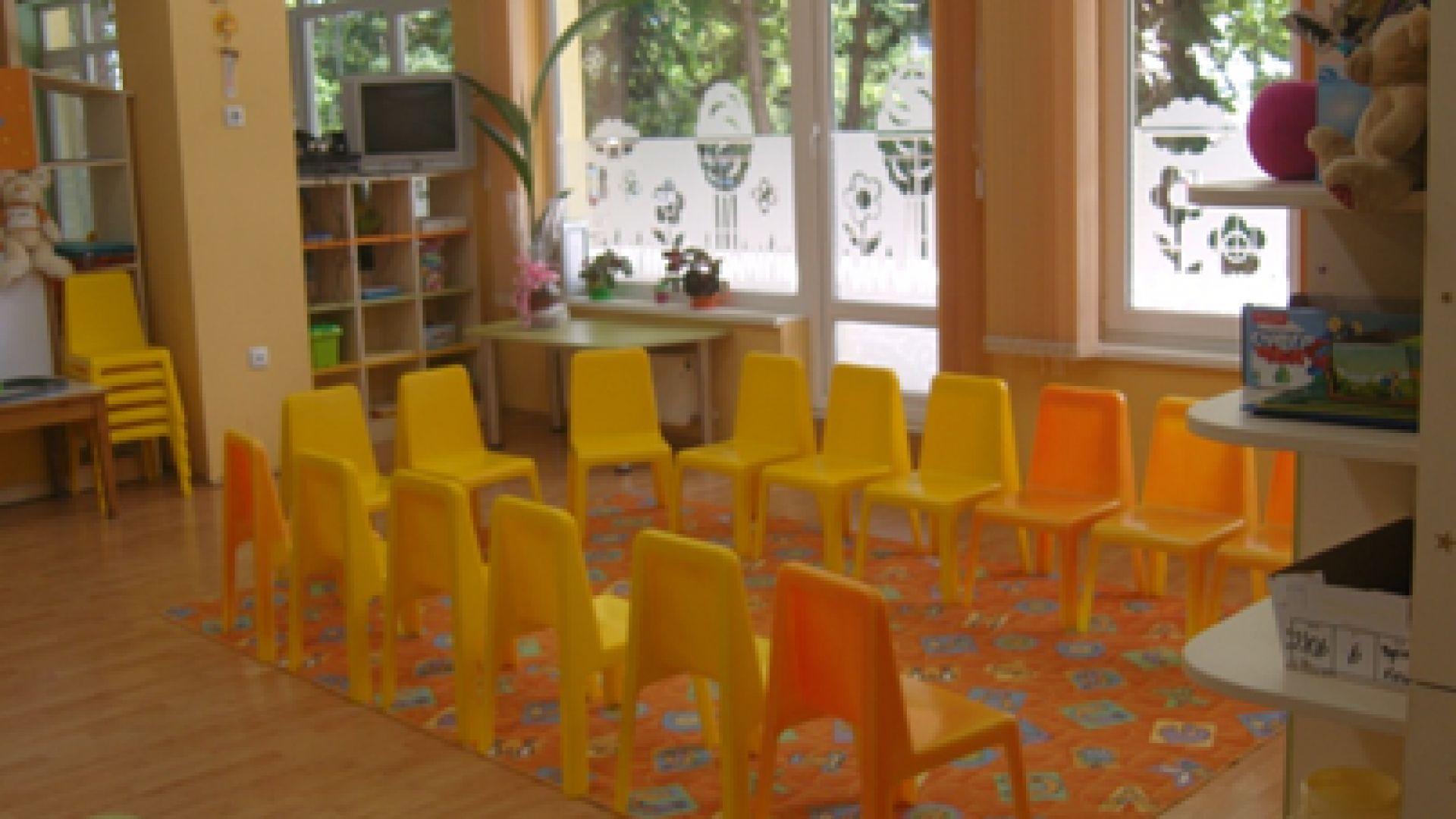 """Протест в """"Манастирски ливади"""": Граждани искат общинска детска градина, а не училище"""
