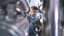Месечен ръст от 5.8% и годишен спад от 7.7% в индустрията за юни, отчита НСИ