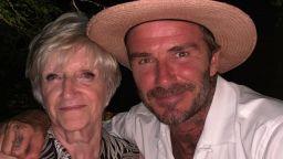 Дейвид Бекъм изненада майка си за 71-ия ѝ рожден ден с детски снимки
