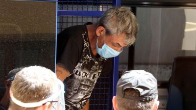 Заради изгорели наденици наемателят убил хазяйката си в Димитровград (снимки)
