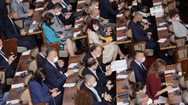 Парламентът се събира извънредно на 13 август