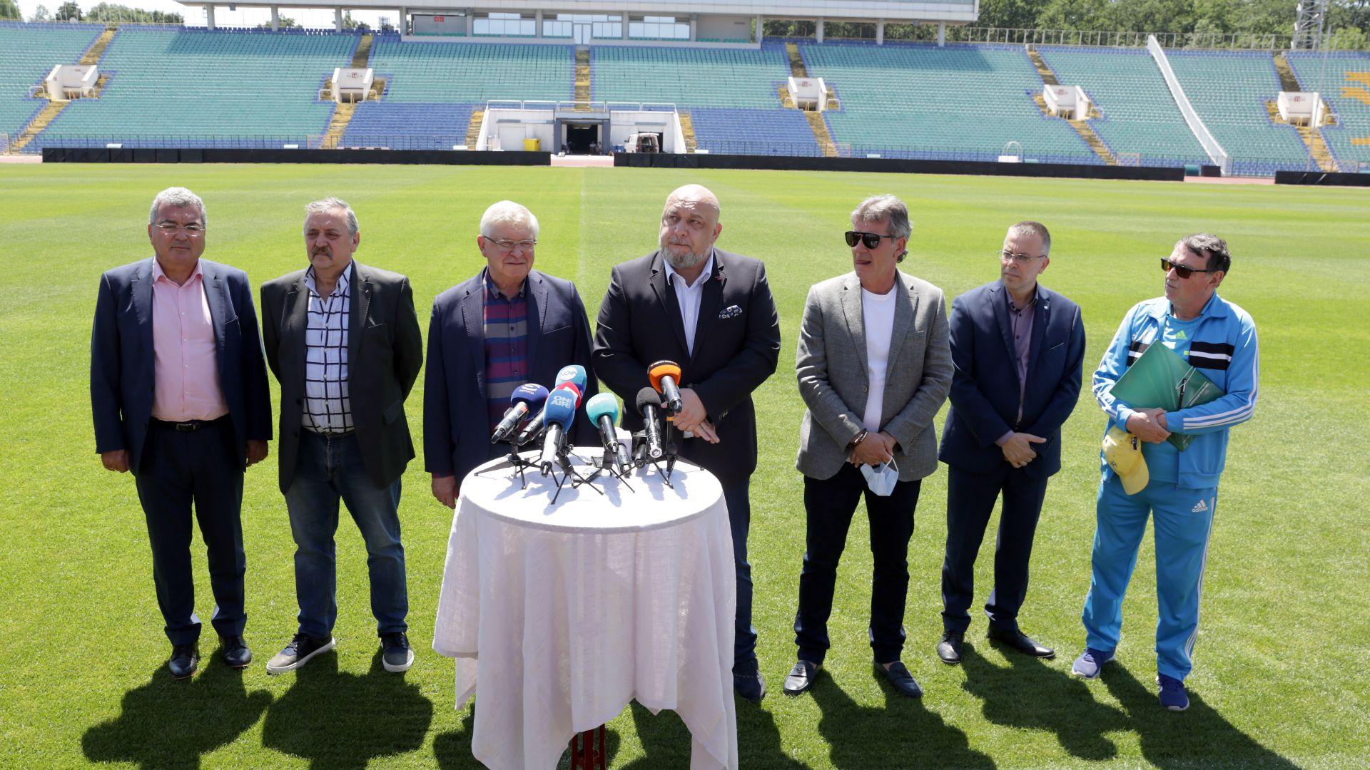 Премиерът прати здравния министър да контролира феновете на финала за Купата