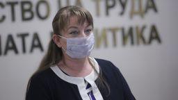 Сачева обеща нова програма за затворените сектори