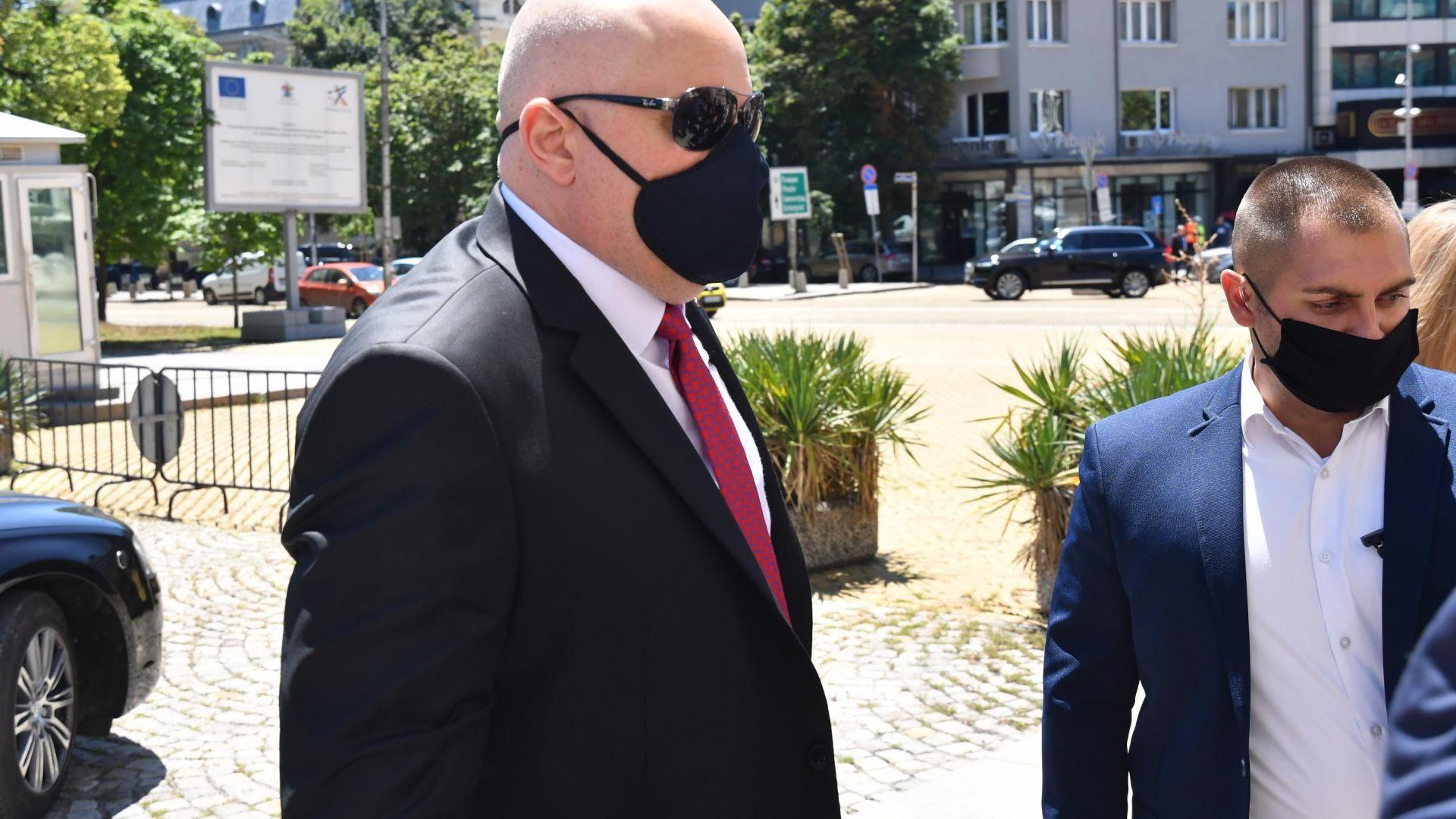 Гешев обяви пред Караянчева готовност да бъде изслушан в Народното събрание