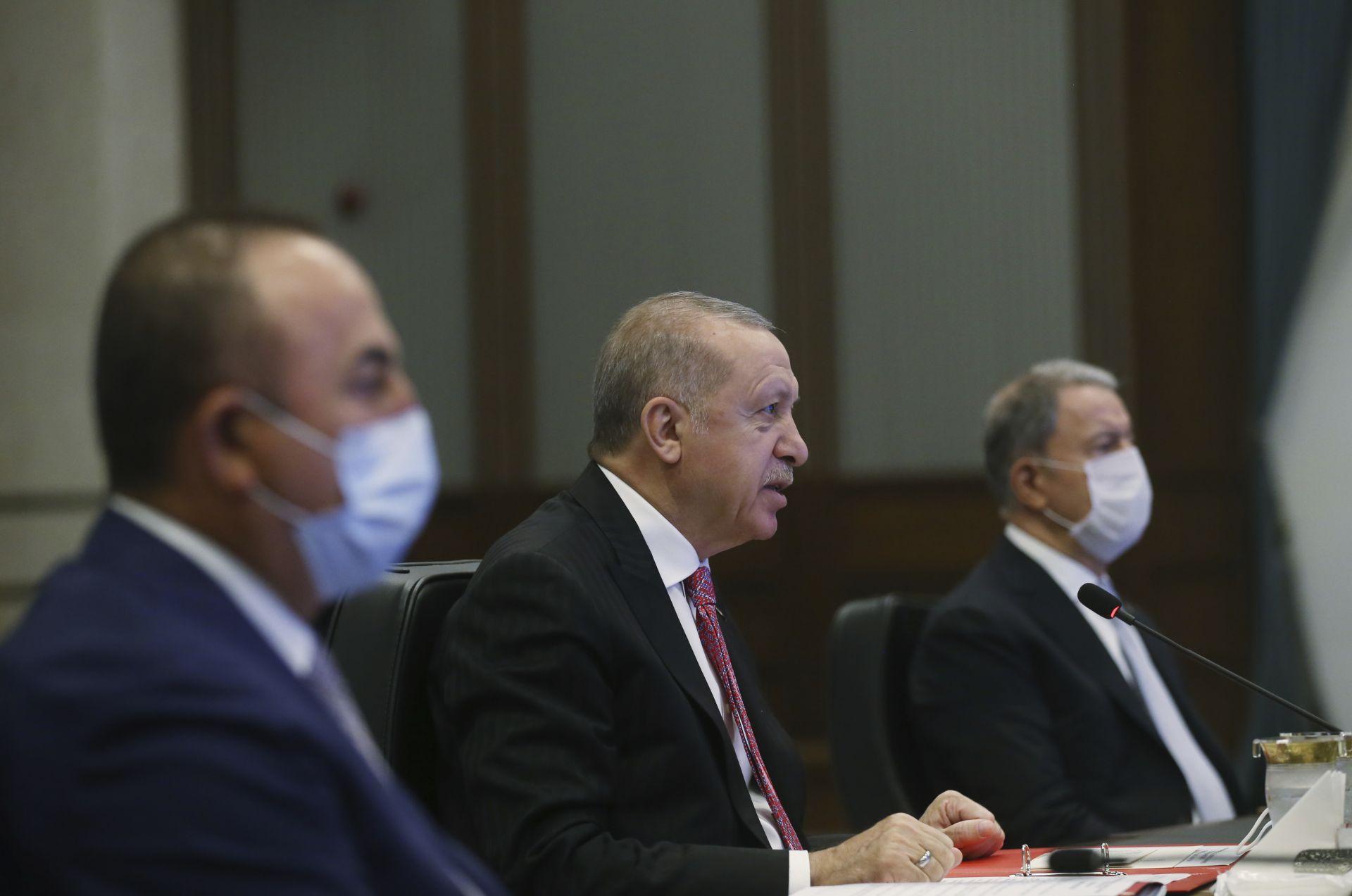Реджеп Ердоган по време на разговора с колегите си от Русия и Иран