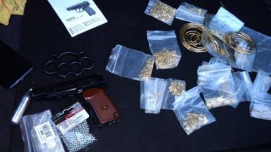 Иззеха амфетамин, марихуана и злато при спецакция във Враца (снимки)