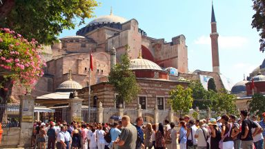 """За пръв път от 86 г.: В """"Света София"""" се разнесе мюсюлманската молитва Езан (видео)"""