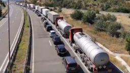 Километрична опашка на ГКПП Кулата, колите стигнаха до Петрич (видео)