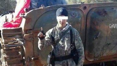 Майката на обвинения в тероризъм: Снимките с униформа и оръжие са просто поза