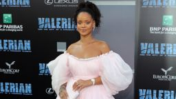 Знаменитости масово се снимат в розови одежди  (снимки)