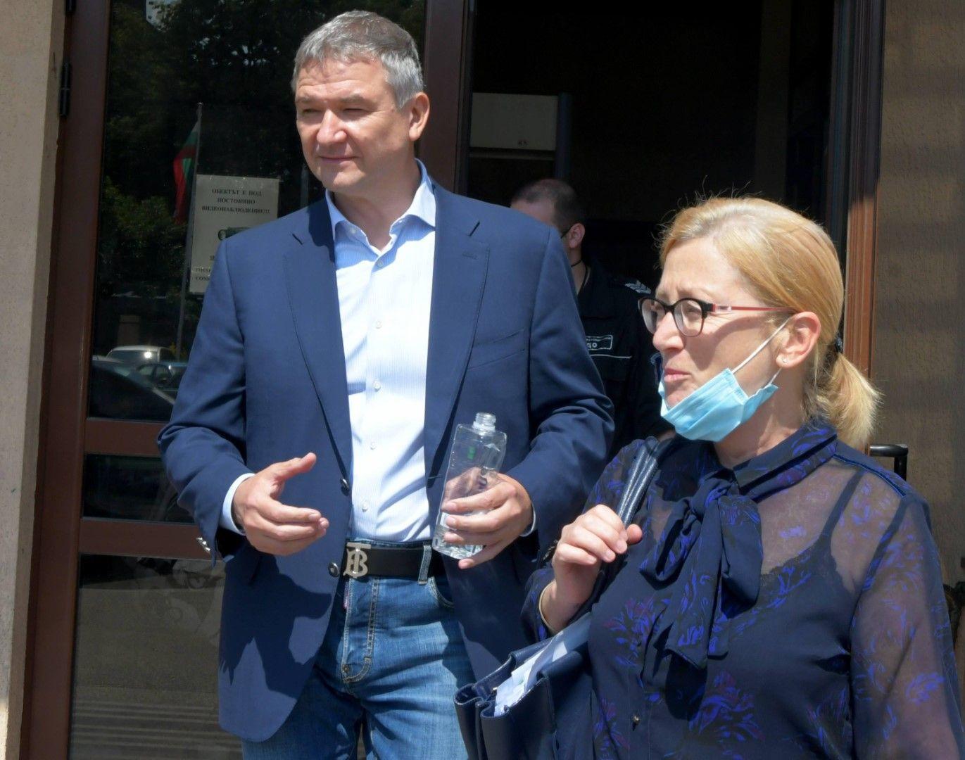 Пламен Бобоков с адвокатката си Ина Лулчева