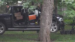 Въоръжен военен разби с автомобил портата на дома на Джъстин Трюдо