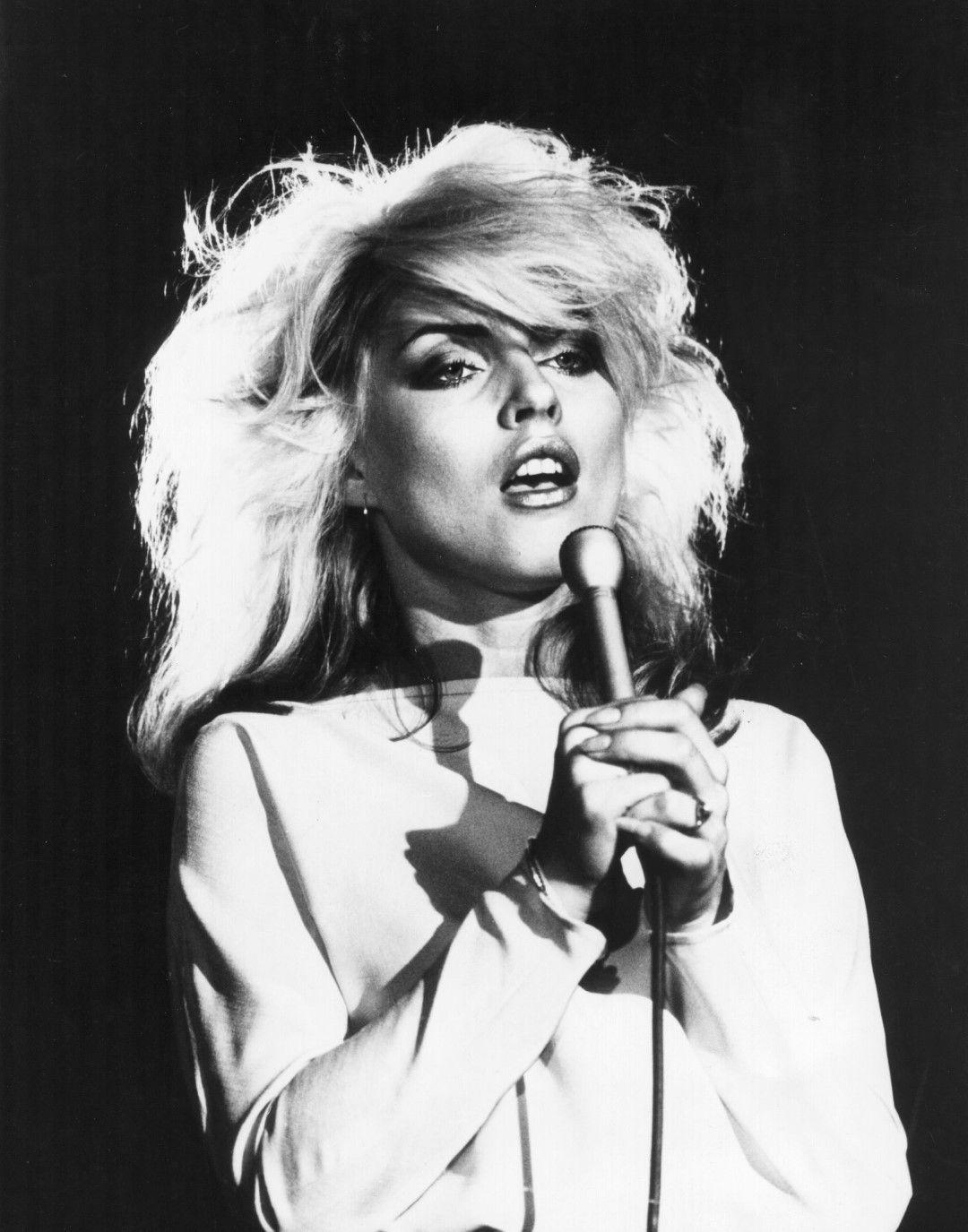 Деби Хари с групата Blondie на концерт във Великонритания, 1978